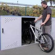Fahrradgarage BikeBox 1 in Reihenaufstellung mit eingestelltem Fahrrad