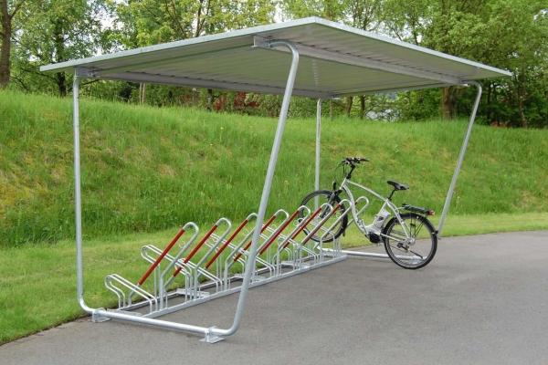 Überdachung Modell Siegen mit Fahrradständern und eingestelltem Fahrrad